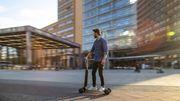 Audi rejoint le mouvement de la micro-mobilité électrique avec sa trottinette-skateboard
