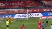 Ajax : Il envoie son penalty... au dessus du stade
