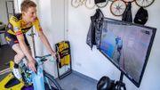 Le cycliste néerlandais Mike Teunissen connecté sur ses rouleaux