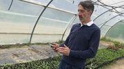 Laurent Dorchy, formateur en maraichage biologique apprend le smart farming à ses étudiants