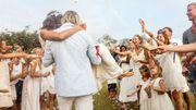 Tailleur-pantalon, robe vintage: le mariage fait fi des conventions en 2020