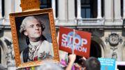 Faut-il guillotiner Emmanuel Macron ?