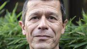 """Emmanuel Carrère repasse en tête des ventes de livres avec """"Yoga"""""""