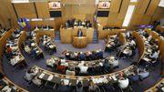 Le parlement bruxellois donne la confiance au nouveau gouvernement Vervoort III