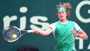 Alexander Zverev rejoint Roger Federer en finale à Halle
