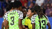 """Le sélectionneur du Nigeria exaspéré par l'arbitrage après le penalty """"polémique"""""""