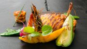 Recette : Pintade exotique mangue avocat et crevettes grillées