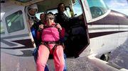 A 94 ans, elle s'offre un saut en parachute pour son anniversaire!