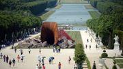 """Une sculpture de Kapoor, le """"vagin de la reine"""", vandalisée au château de Versailles"""