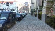 Après travaux, le trottoir qui longe la façade nord seront élargis. Les urinoirs resteront en place.