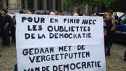 """Bruxelles: des avocats rassemblés Place Poelaert pour dénoncer le """"désastre carcéral"""""""