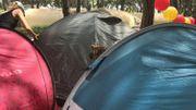 Une dernière fois, la tente est montée