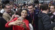 Pierre-Ambroise Bosse paye une tournée à ses supporters rassemblés à la gare