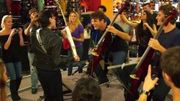 [Zapping 21] Quand le duo 2CELLOS affronte un guitar hero