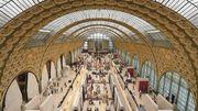 Le musée d'Orsay lui refuse l'entrée à cause de son décolleté