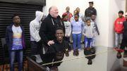 Le fondateur de Miagi, Robert Brooks pendant un cours de chant.