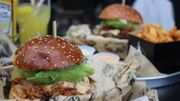 Un burger aux champignons et un saisonnier au porc