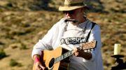 """Neil Young appelle à de nouvelles lois et rechante """"Southern Man"""""""