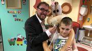 Yanis a 10 ans et demi et souffre d'asthme. Il a prêté son masque respiratoire à Coco, le singe du magicien Emmanuel Thars qui est venu apporter un peu de magie aux enfants malades