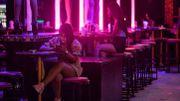 """A Phuket, île """"fantôme"""" faute de touristes, la résistance s'organise"""