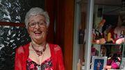 Marie, 74 ans, collectionne les... zizis humoristiques!
