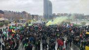 Les manifestants se rassemblent près de la gare à Liège