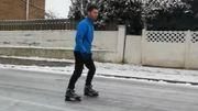 La route se transforme en réelle patinoire: un artiste en profite à Maurage