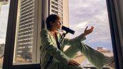 Christine & The Queens live à sa fenêtre pour Stephen Colbert