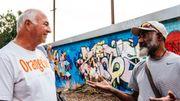 Lessives, douches, mais surtout rencontres... Orange Sky veut favoriser l'intégration des personnes sans-abri en leur rendant leur dignité.