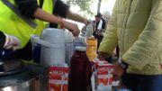Les bénévoles se relaient pour aider les réfugiés.