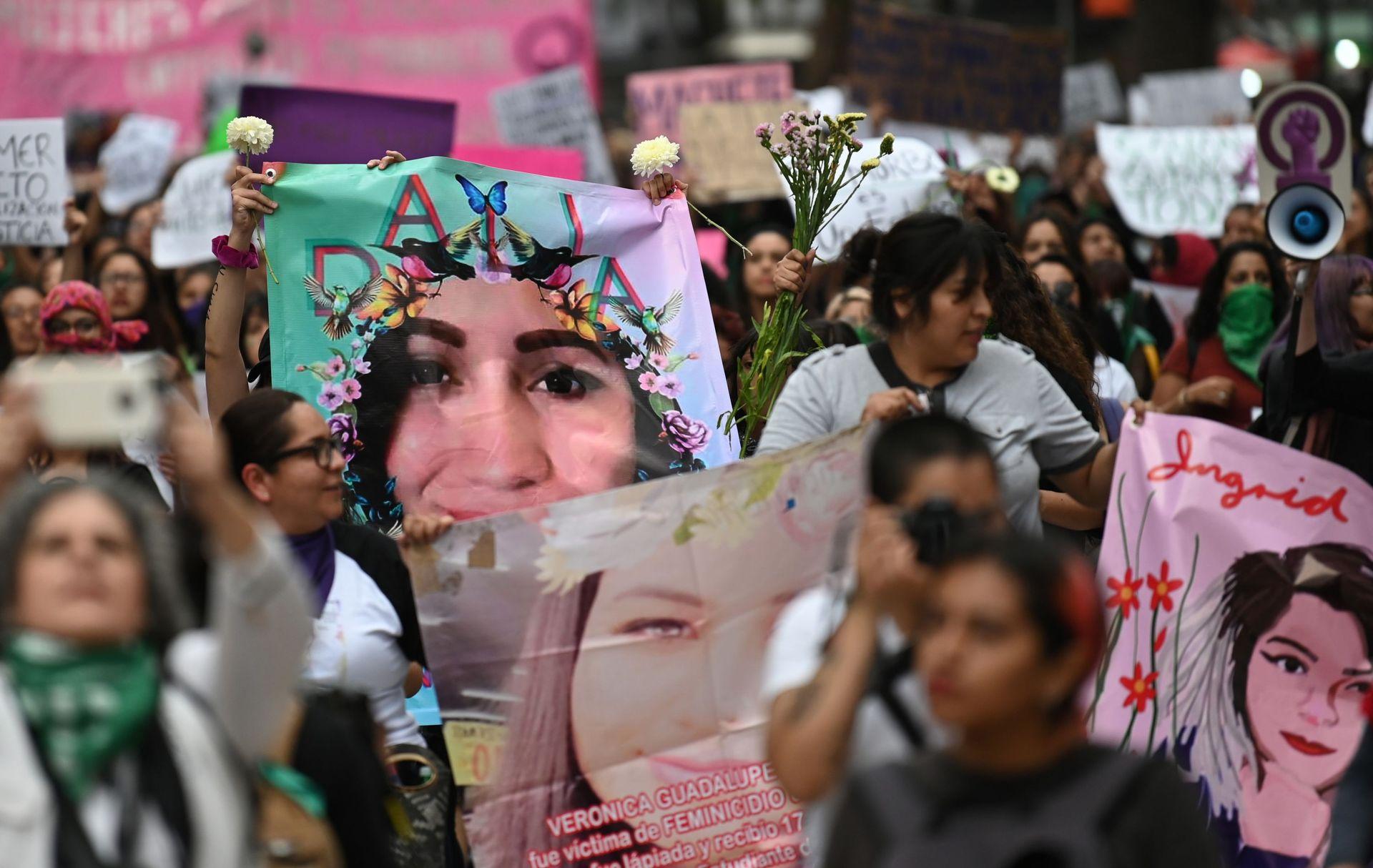 Mexique: les femmes se lèvent pour dénoncer une nouvelle vague de  féminicides