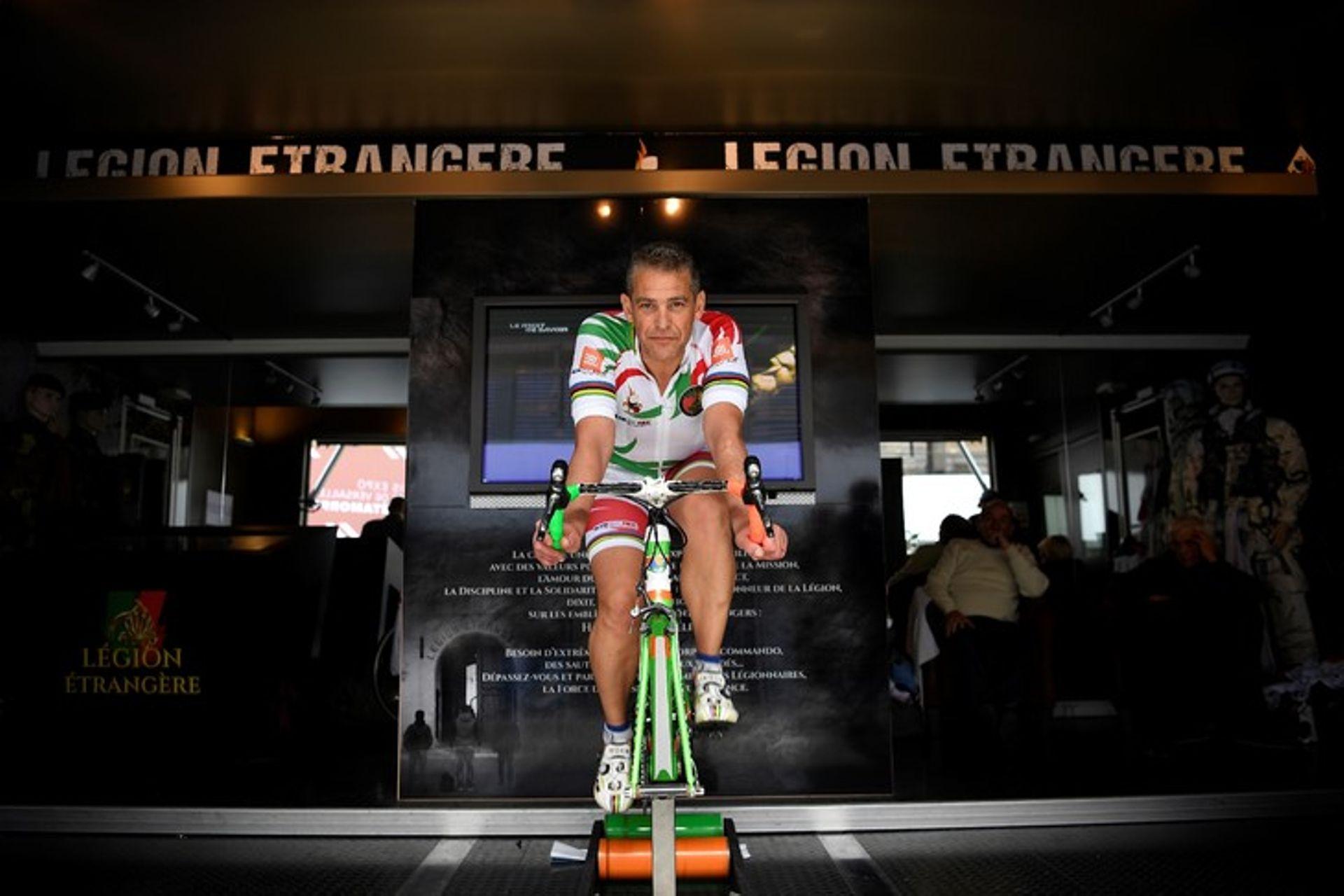 Pascal Pich fait Paris-Moscou en six jours, sur un vélo d'appartement