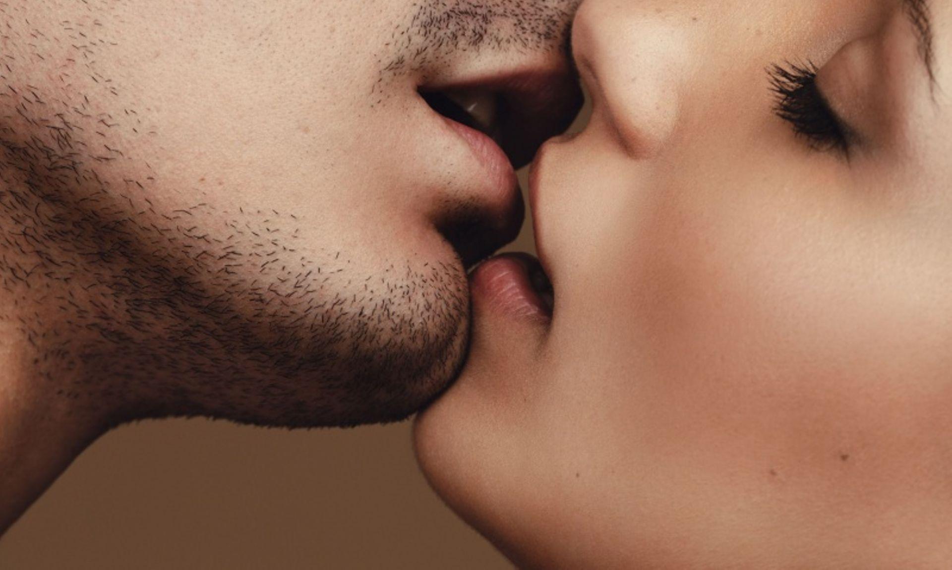 La gonorrhée peut être transmise par un simple baiser avec la langue, selon une étude