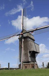 Le moulin de Soete, l'un des derniers moulins à vent sur pivot de la province de Hainaut. -