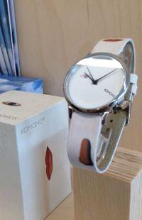 Chez Komono, c'est une collection capsule de six montres qui a su convaincre la fondation Magritte