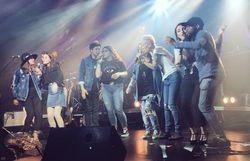 L'équipe sur scène