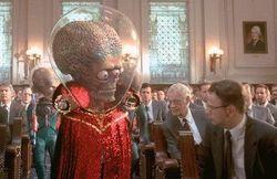 """C'est la folie sur terre lorsque """"Mars Attacks"""" !"""