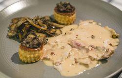 Salmis de poule faisane, homard au four et sabayon au champagne