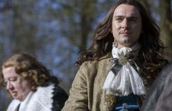 Louis XIV dans la série VERSAILLES Saison 2, à voir les dimanches sur La Deux