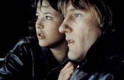 Dans Police (1985) avec Gérard Depardieu.