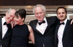 """Les frères Dardenne, Arta Dobroshi et Fabrizio Rongione à Cannes pour """"Le Silence de Lorna"""". 2008"""