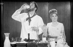 En 1954, voici comment on faisait les crêpes... drôlement relevées !