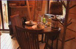 intérieur d'une cabane perchée - la robinsonnade