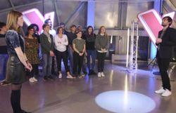 Matthew et son équipe dans l'Atomium