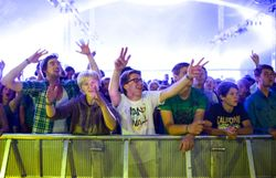 Le Festival de Dour a quelque chose à fêter, et ça se passe sur la RTBF !