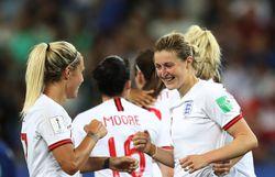 Les Anglaises après leur victoire.