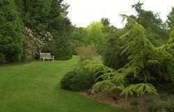 Les jardiniers sont aidés par de nombreux bénévoles pour l'entretien des jardins