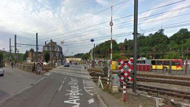 L'ado a été renversée par une voiture alors qu'elle circulait à proximité du passage à niveau situé dans le quartier de la gare d'Ottignies.