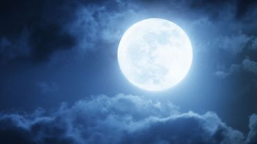 L'eau mise en bouteille les nuits de pleine lune, une boisson énergétique et bénéfique ?