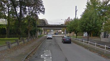 Un camion percute un pont à Flémalle